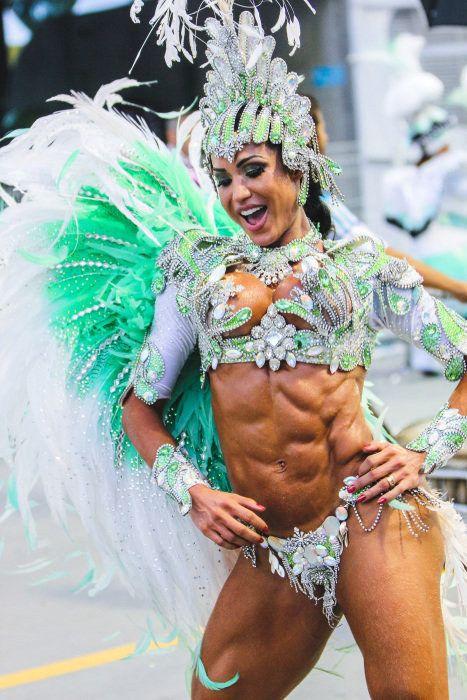 Gracyanne Barbosa | Gringos ficam confusos diante de 14 imagens tipicamente brasileiras