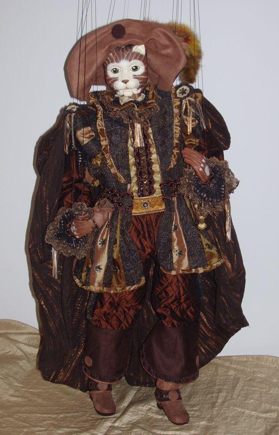 Marionnette à fils. Personnage à masque. Hauteur 60 cm