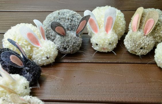 Pom-pom bunnies!!!  Pom-pom making is infinitely satisfying, and how cute are these bunnies??