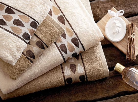 In this article, the most beautiful bath towels with you. Clean and nice smelling towels makes me happy.