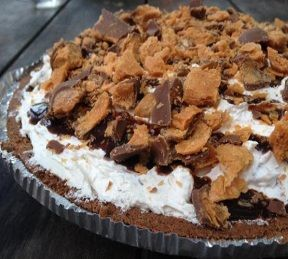 12 Delicious Candy Bar Pie Recipes For Pi Day!