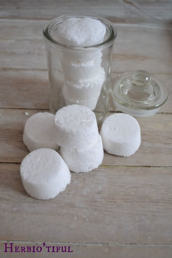 recette diy de pastilles d sinfectantes pour les toilettes produit d 39 entretien maison savon. Black Bedroom Furniture Sets. Home Design Ideas