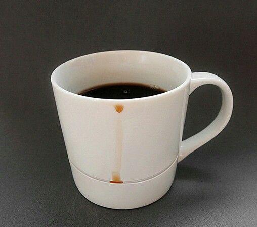 Un diseño increíblemente simple para una taza de café que no deja caer gotas.  Con un pequeño reborde esta taza no deja caer ni una sola gota.  Diseñado porKim Keun Ae