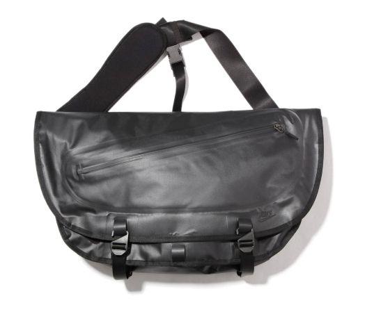 64e63b1e4be4 Nike Sportswear NSW Cascade Messenger Bag and Cheyenne 2000 Backpack ...