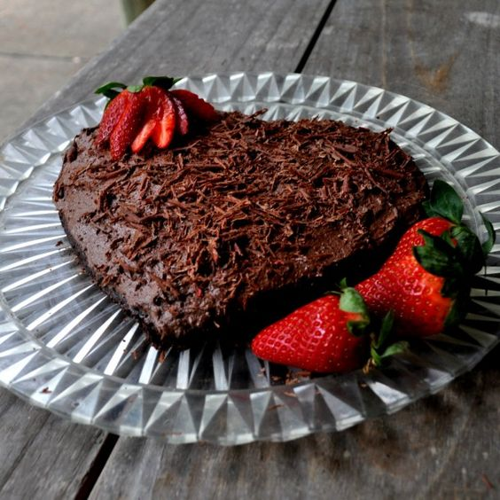 Strawberry Chocolate Cake #desserts #dessertrecipes #yummy #delicious #food #sweet