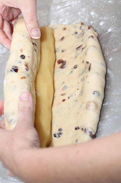 Ons favoriete kerstbrood-recept - Zachtzoet brood, zelfgemaakte spijs en de juiste verhouding vulling en kruim. Met veel instructiefoto's!