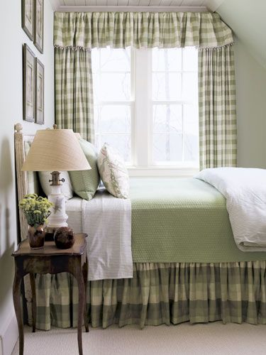 For an updated country-style room, use prints such as gingham and stripes in a small range of colors.