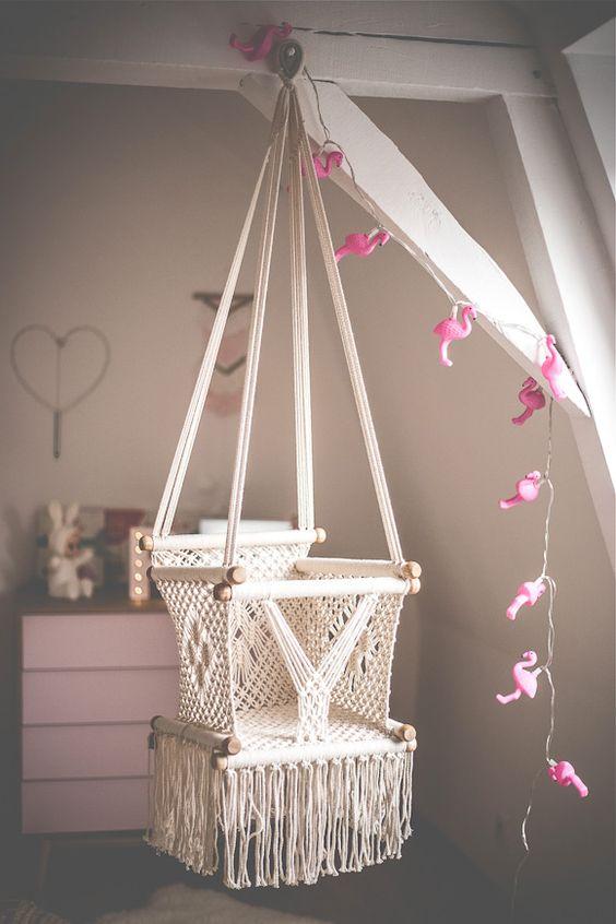 Une balançoire en macramé vintage - chambre pour fille