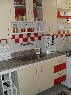 """Casa de Boneca Decor: Minha cozinha vintage com contact e """"azulejos de papel""""  http://casadebonecadecor.blogspot.com.br/2012/11/minha-cozinha-vintage-com-contact-e.html:"""
