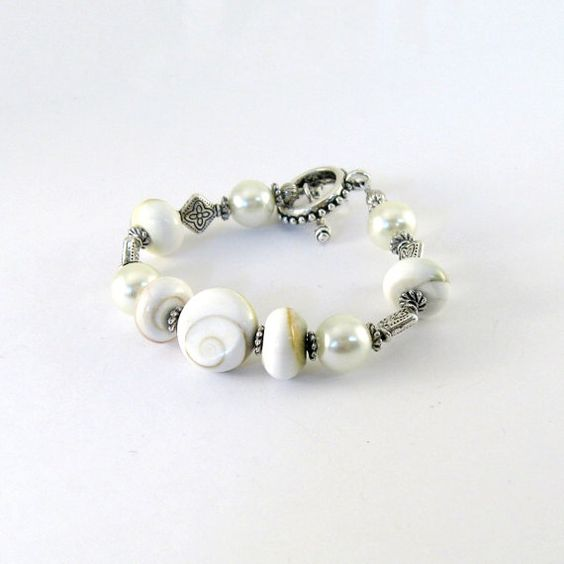 Cream Conch Bracelet Conch Beads Rondelles by CinLynnBoutique, $22.00: Bling, Beads Rondelles, For, Jewelry Bracelets, Bracelet Conch, Bracelets White, 22 00