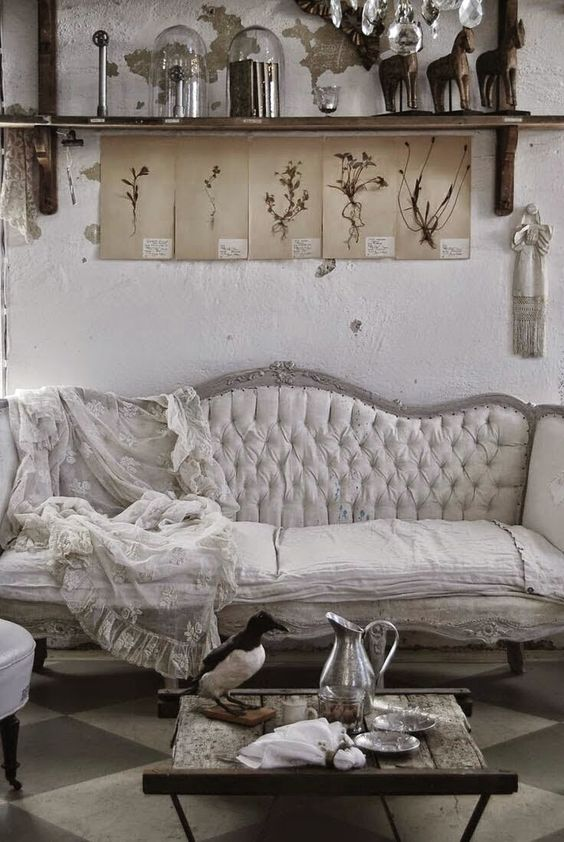 canap s maisons de campagne and cottage shabby chic on. Black Bedroom Furniture Sets. Home Design Ideas