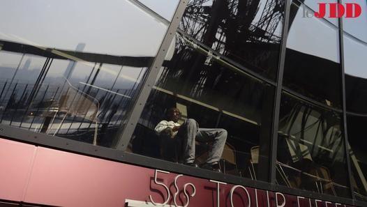 Le premier étage de la tour Eiffel a été entièrement rénové pendant deux ans. Le résultat est impressionnant ! Premières images à 57 mètres d'altitude…