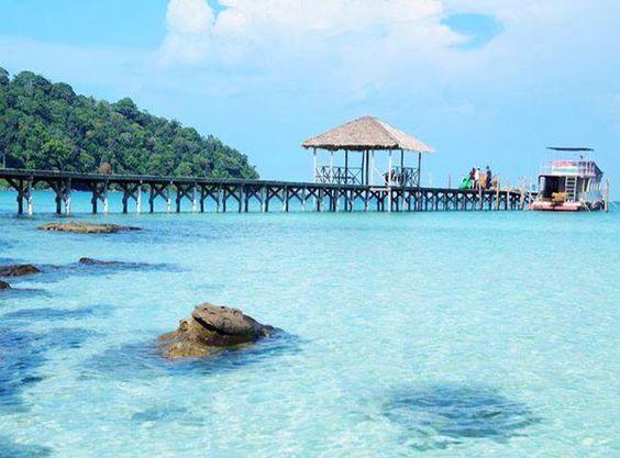 Bãi biển chính của Koh Rong Samloem là vịnh Saracen Bay (bãi trước)