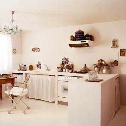 Une cuisine cuisine féminine - Marie Claire Maison - la hotte est affreuse