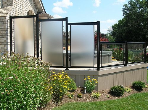 Privacy screen aluminum with glass yard ideas for Garden enclosures screens fences