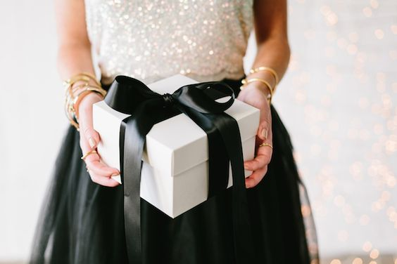 Arm stacking is perfect for any Holiday party | www.styledbyNOIR.com