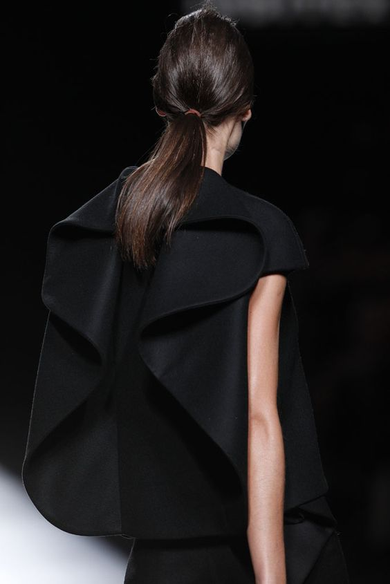 Line, Curve & Silhouette - structured fashion details with dimensional contours; sculptural fashion design // Amaya Arzuaga: