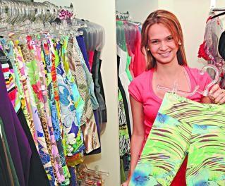 Lucro: moda fitness é garantia de bom negócio Anna Carolina  mostra uma calça de ginástica que, segundo ela, é muito procurada Foto: Marcello Almo