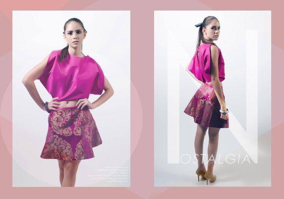 Falda Linea A silueta holgada en brocado estampado floral, blusa trapecio a tono.