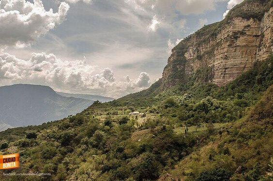 Una sola palabra para definir la belleza de nuestros paisajes, ESPECTACULARES !!! Gracias @colombiaenfotos por compartirla  #CañonBUC