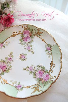 Gorgeous cake plate with raised paste