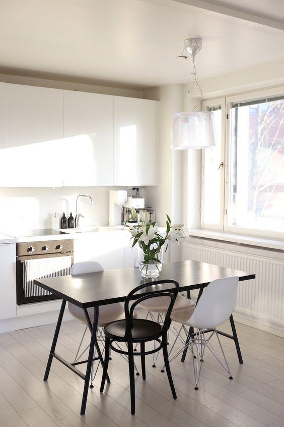 http://homevialaura.com/2016/03/keittiokuulumisia-ja-sanoiko-joku-uusi-tuoli/