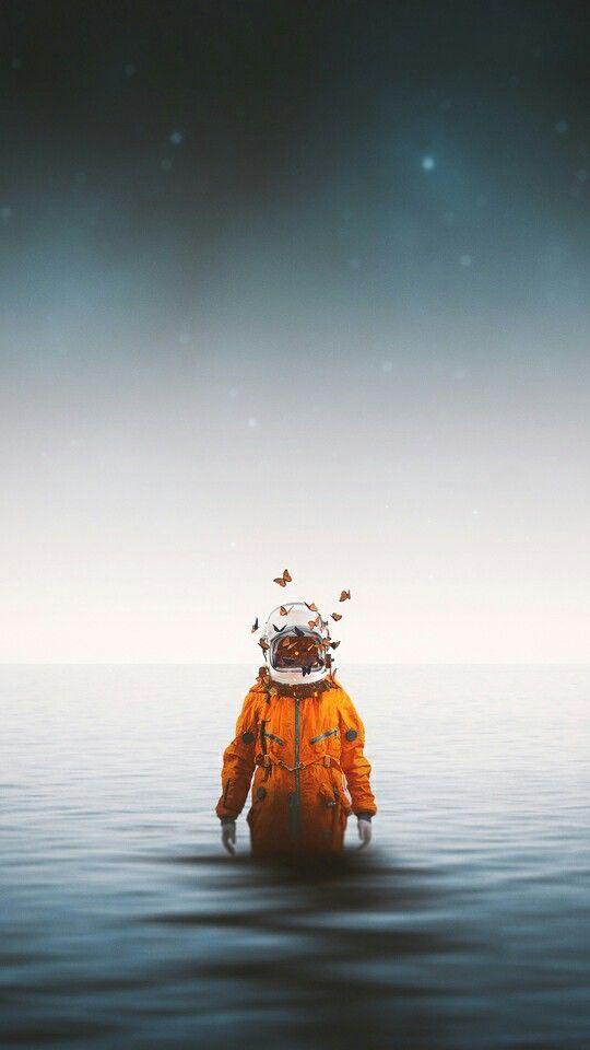 海と宇宙飛行士のおしゃれでかっこいいスマホ壁紙