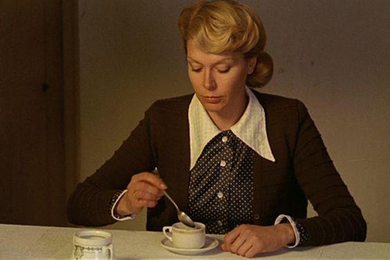 """Teresa Gimpera , la madre obsesionada con un amor fustrado en """" El espíritu de la colmena"""" de Victor Erice:"""