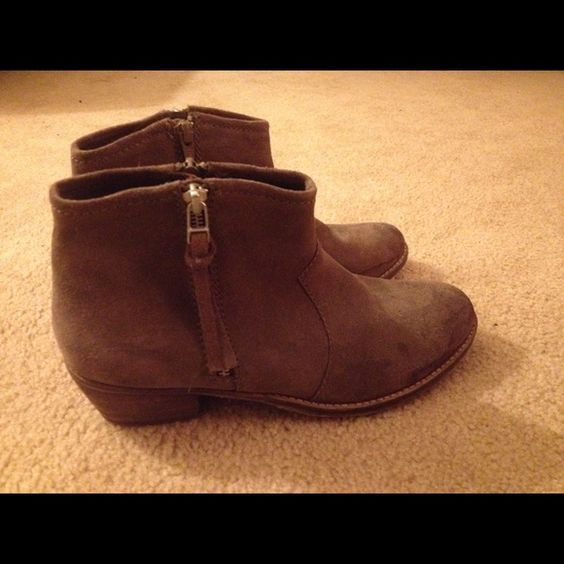 STEVEN by Steve Madden ANKLE BOOTS Super cute ankle boots, great condition. Used but they have a lot of use left in them. Steven by Steve Madden Shoes Ankle Boots & Booties