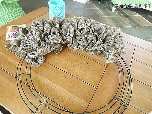 how to make a burlap wreath diy pinterest easy burlap wreath wire and burlap. Black Bedroom Furniture Sets. Home Design Ideas