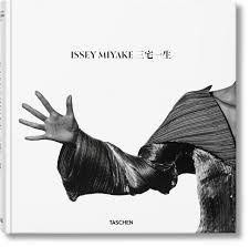 Resultado de imagem para issey miyake 2016