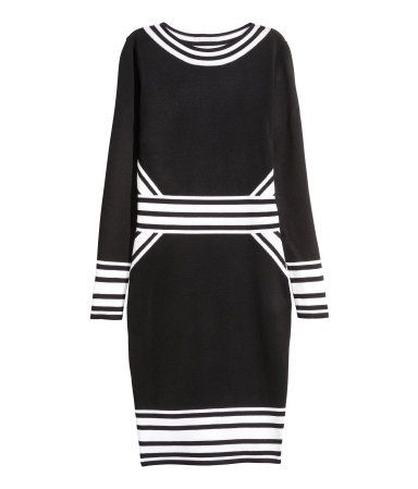Fitted, fine-knit dress in soft fabric with a boat neck and long sleeves.