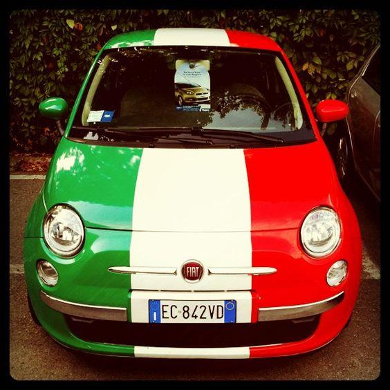 Fiat 500 Celebrates Italy S 150 Years Coches Pequenos Italia Autos