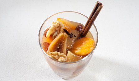 Spanish recipe: Christmas stewed fruit. Photo by: Toya Legido/©ICEX.