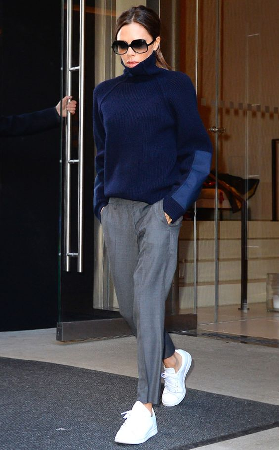 Victoria Beckham con pantalones tiro bajo
