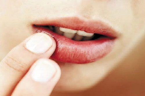 Phun xăm môi hỏng : Phải làm sao?