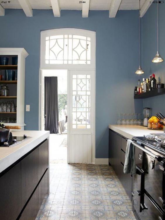 Stoere keuken en portugese tegelvloer fantastisch....ook mooie ...