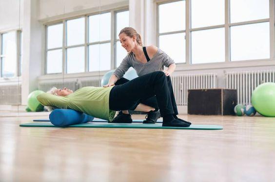 Faszien-Training: Rollen und Co gegen Verspannungen - Die Selbstmassage mit der Faszien-Rolle macht den Körper elastisch, wirkt gegen Schmerzen und Verspannungen. Doch was sind Faszien eigentlich?