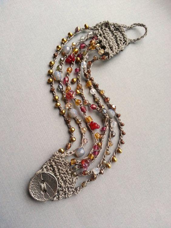 Bead Crochet brazalete Bracelet latón arándano por TamiLopezDesigns