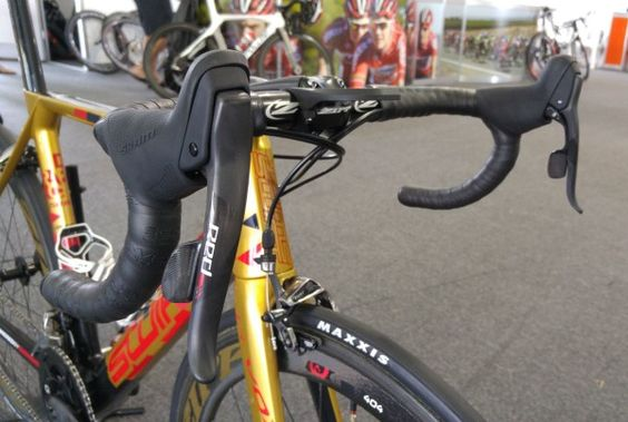 SRAM gives a new look to 2016 Red to complement eTap