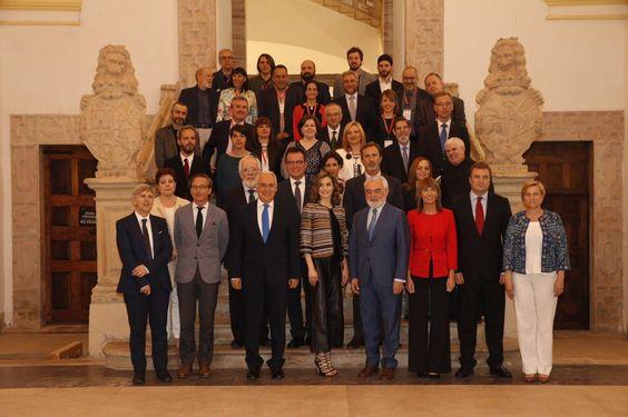 """Casa de S.M. el Rey on Twitter: """"Fin de la inauguración Seminario Internacional de Lengua y Periodismo @Fundeu @lariojaorg https://t.co/BQE01IbaLC https://t.co/FBGxtOjHp6"""""""