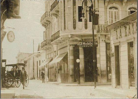 Calle en San Pedro de Macoris justo en la esquina el Hotel Savoy,principio del siglo XX,República Dominicana.: