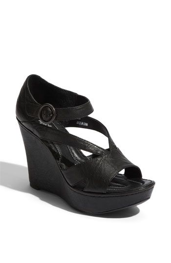 i REALLY want these shoes... and they are on SALE right now for 50% off! (original price is $140.00)