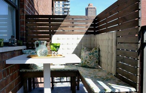 Holz Sichtschutz Balkon licht durchlässt Sitzbank