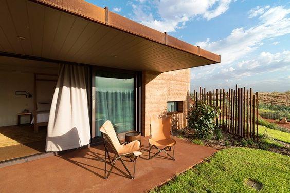 Great Wall of Western( A Grande Muralha) são residências construídas embaixo da terra utilizando o método construtivo de taipa no interior da Austrália.