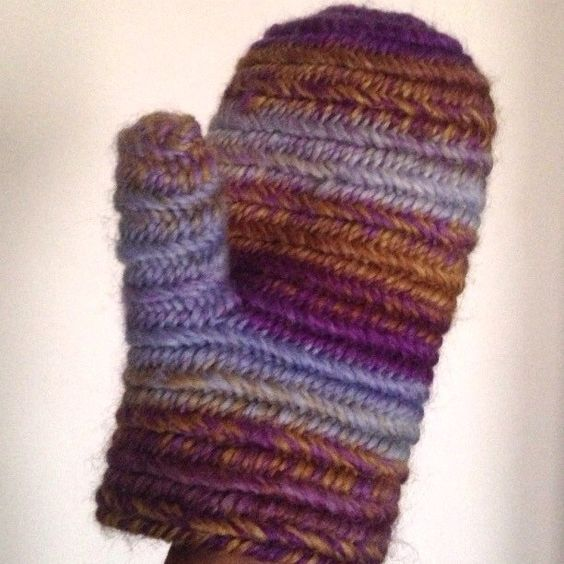 Mittens multicolor knitted with Nålbinding technique