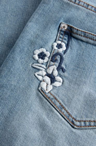 ORSAY JEANS | Destroyed cropped straight jeans with flower