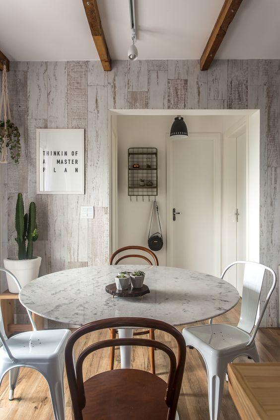 Apartamento pequeno inspirado no design escandinavo / Sala:
