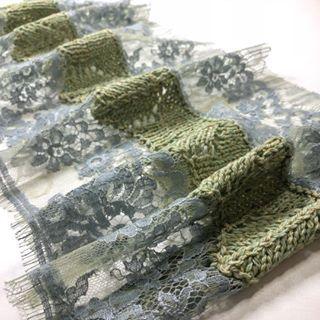Обожаю это состояние, когда идея с нечёткими очертаниями рисует образы и картинки. Сначала понять, дружит ли твоя идея с материалом. Дружат ли материалы. Только потом эскизы и расчёты. Что это будет? Как думаете 😊? #вяжу #кружево #французскоекружево #knitting #lace #sophihallette