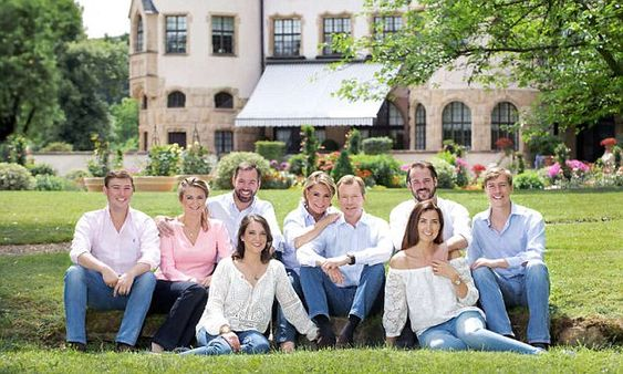Luxembourg royal pose in jeans for family portrait